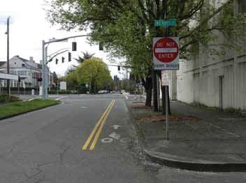 Contra-flow Bike Lane in Portland, OR